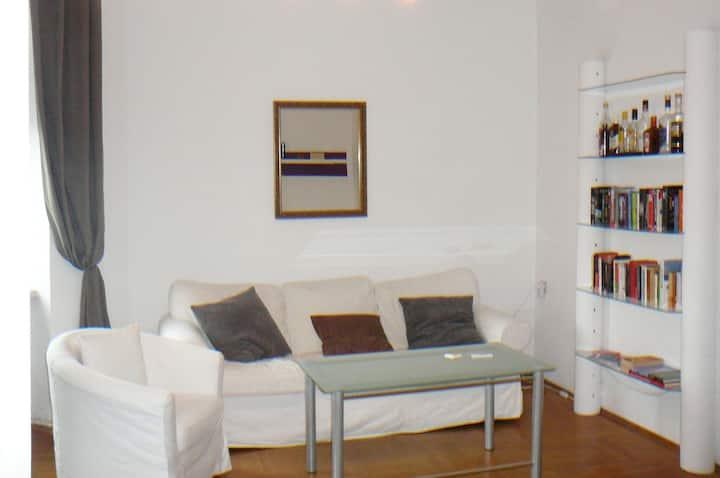 zentrale 2-Zimmer-Altbauwohnung