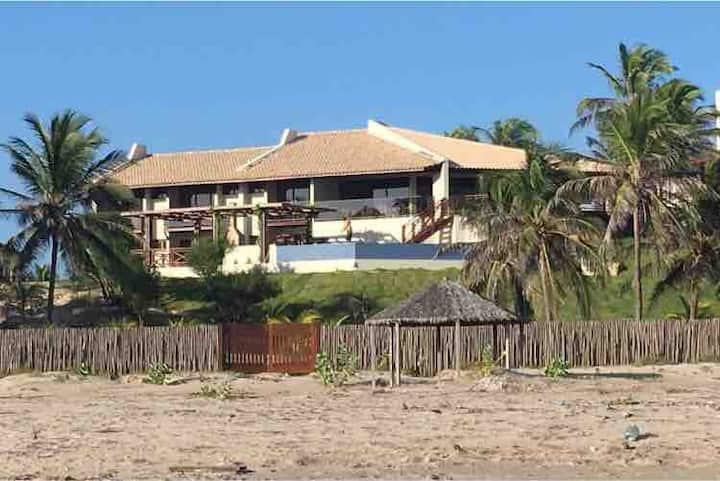 Luxuosa casa na praia do coqueiro