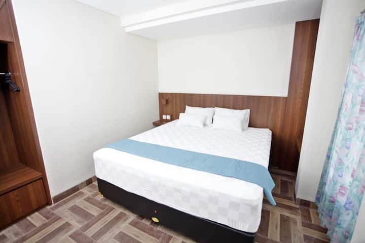 Private Room in a Guest House, 15 mins from city