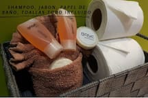 shampoo, jabon, papel de baño, toallas de baño todo incluido.  Shampoo, soap, toilet paper, towels all included with your stay.