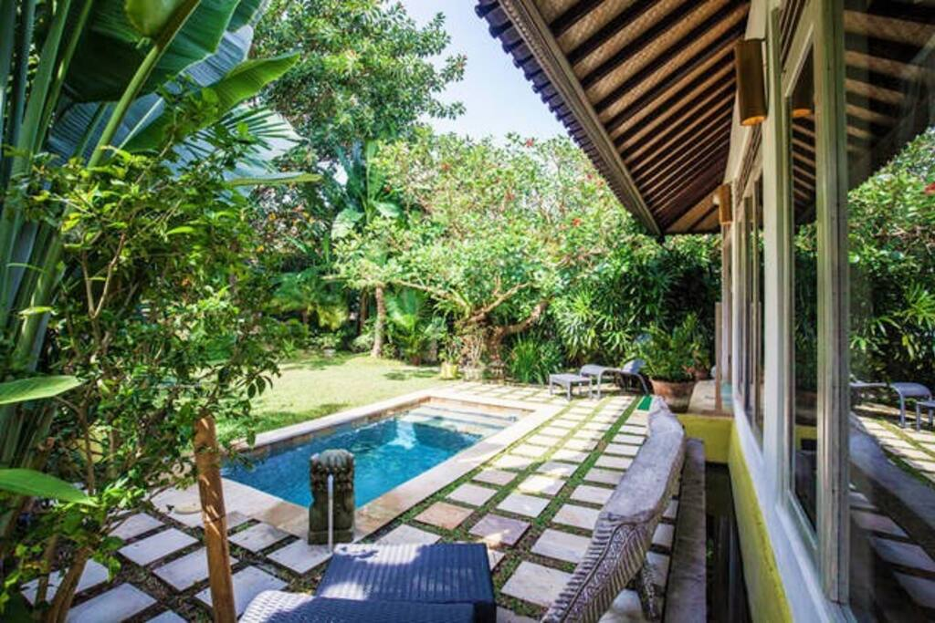 Comfy private villa 1 or2 rooms garden 750sqm pool for Garden pool villa ubud
