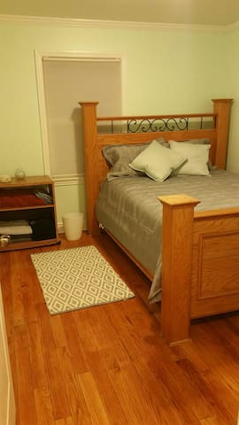Private room with shared bathroom! - Westchester - Casa