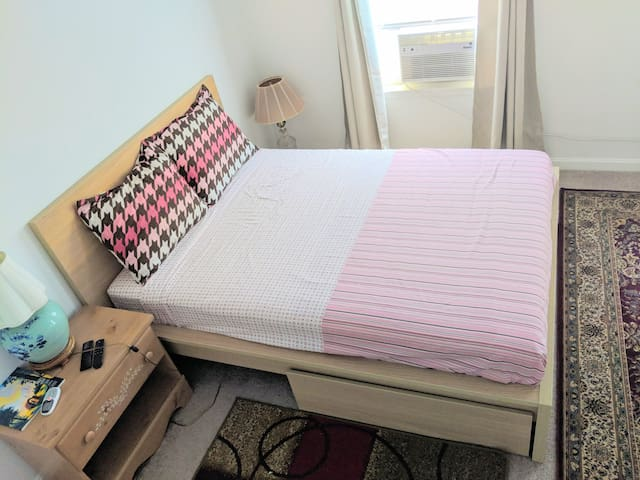 Private room DC with TV, WiFi, Netflix, Parking