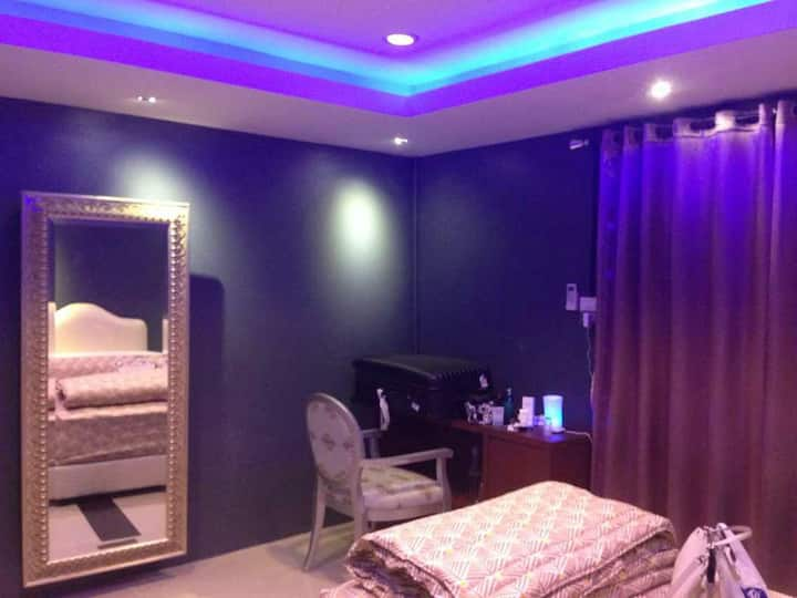 Mini Suite strong wifi H shower twn bed.WC pantry