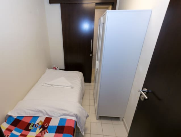 Small Room in Dubai for one Man.