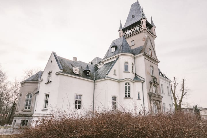 Spacious Nordic-Style Suite in 1870s Polish Castle
