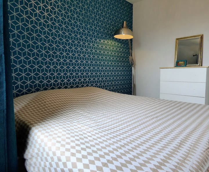 Chambre lumineuse, calme et confortable