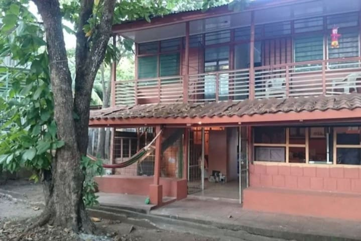 Double Room in typical Costa Rican house. - Huis