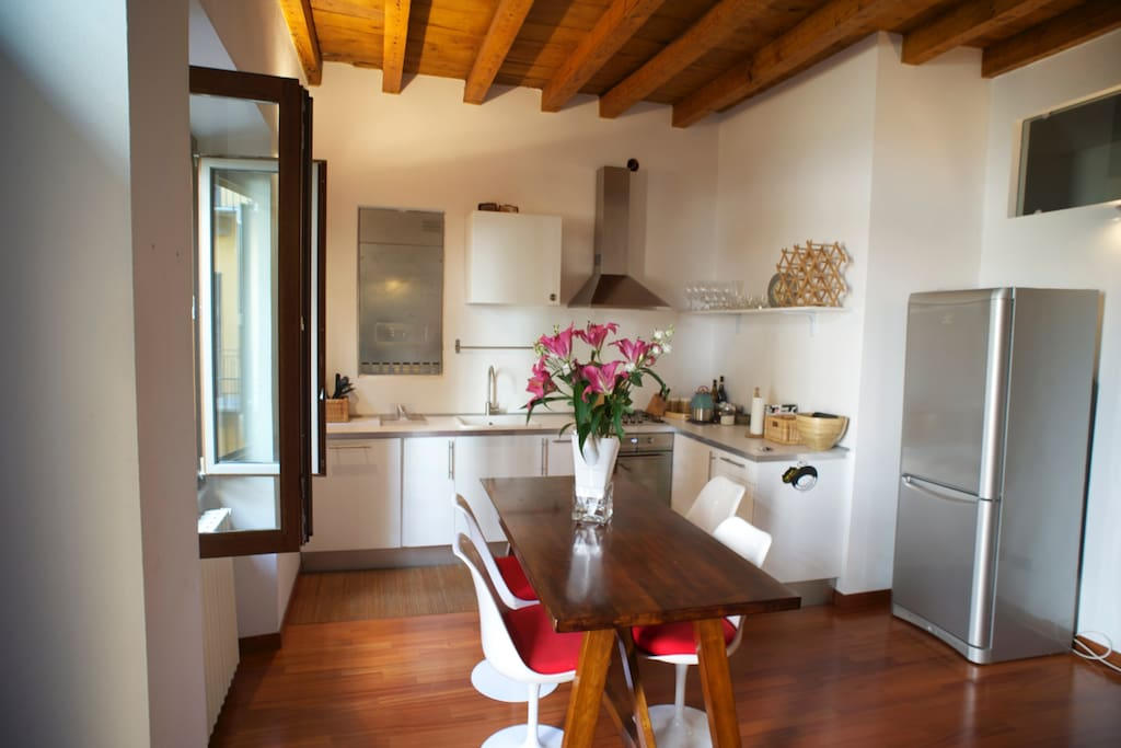 Spacious fully equipped Kitchen with entrance from the ringhhiera
