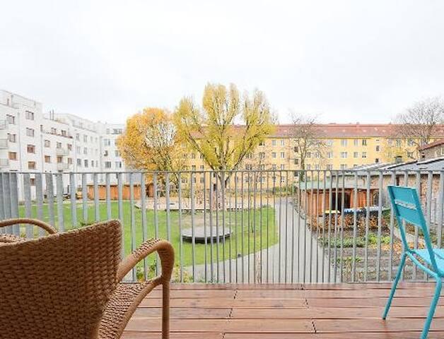 Balkon mit Blick zum Gemeinschaftsgarten
