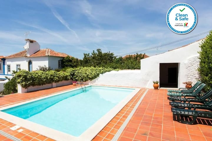 Obidos Charming Villa with pool and gardens