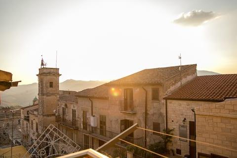Acquaviva Platani - Vista su Torre e montagna