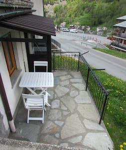Appartamento con terrazzino,pochi passi dal centro - Paquier - Flat
