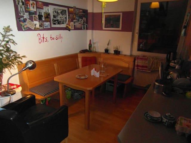 Schnuckeliges Zimmer in WG, 3 Min vom Bahnhof - Bayreuth - Leilighet