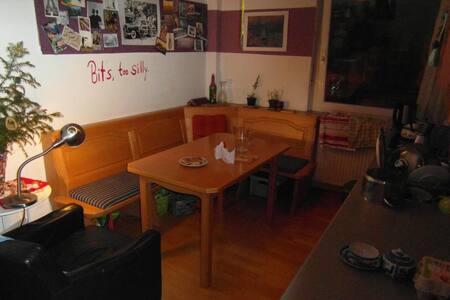 Schnuckeliges Zimmer in WG - 바이로이트 - 아파트