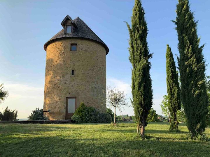 Gîtes Charmant moulin à vent vue sur les Pyrénées