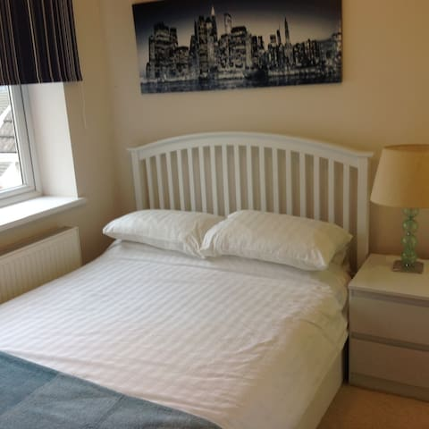 Double Room - Private Ensuite, Wifi, TV, Netflix