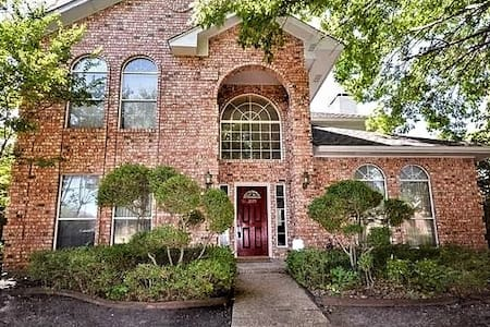 Plano Home in Beautiful Neighborhood