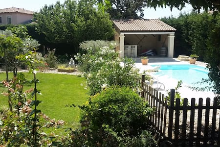 Villa avec piscine et grand jardin en Provence - Sorgues