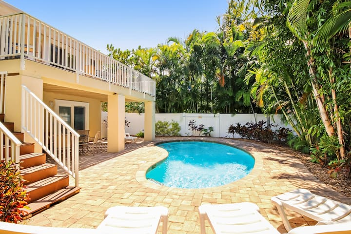 Dog-friendly house w/ private lagoon pool - two blocks from the beach!