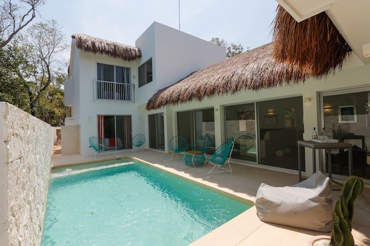 Villa Corazon, great location!