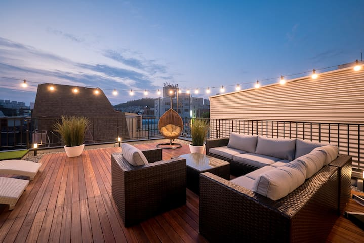 NEW amazing rooftop apartment @ Hongdae!