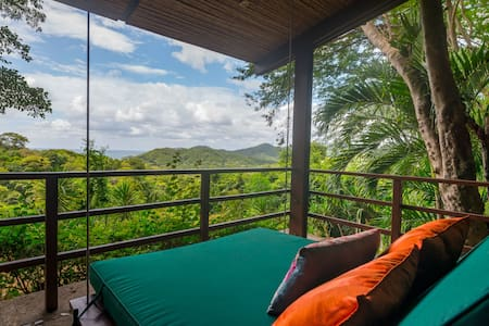 Ocean view, cozy tree top villa sleeps 5, pool