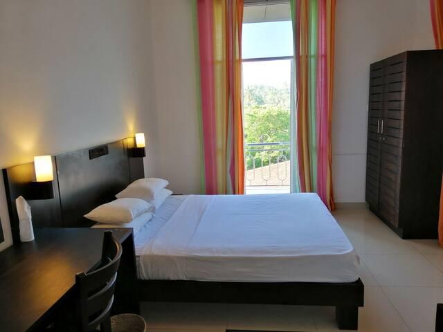 Cozy Room Tangalle-AC/Wifi/Balcony/Hotwater