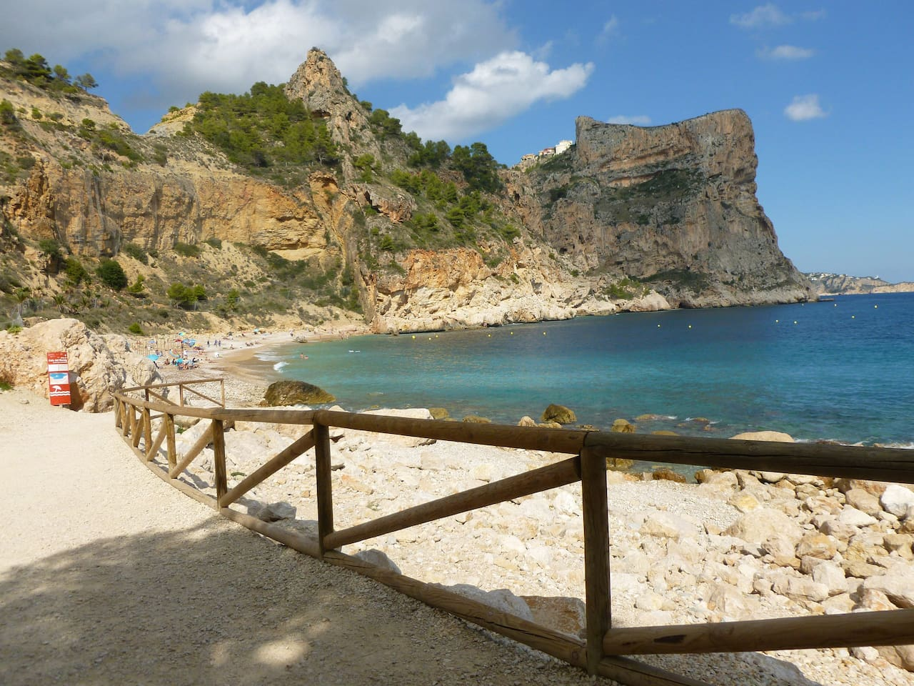 Stunning beach aprox. 1 km from the apartment. With Bar/Restaurant facilities available from Easter until October.