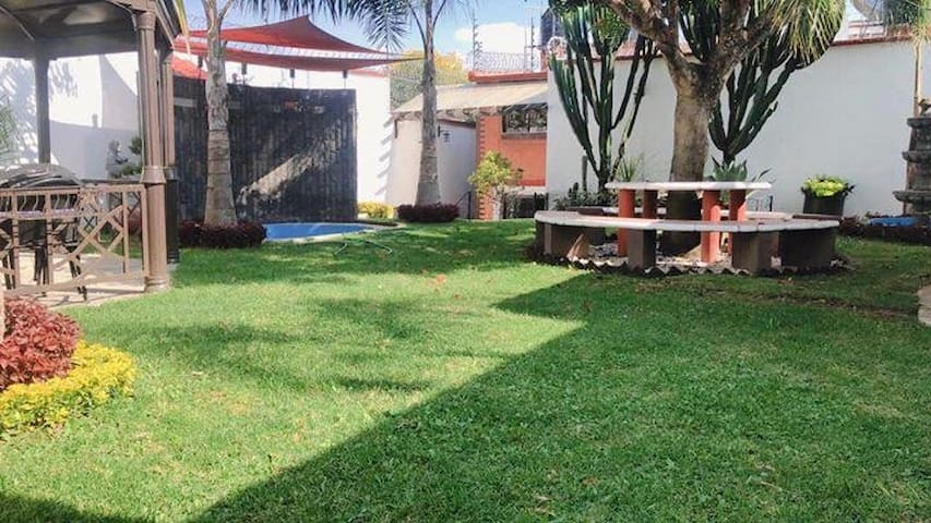 Casa de descanso con bonito jardín