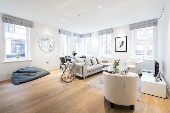 Cozy 2 bedroom flat, Romilly Street by LOVELYDAYS