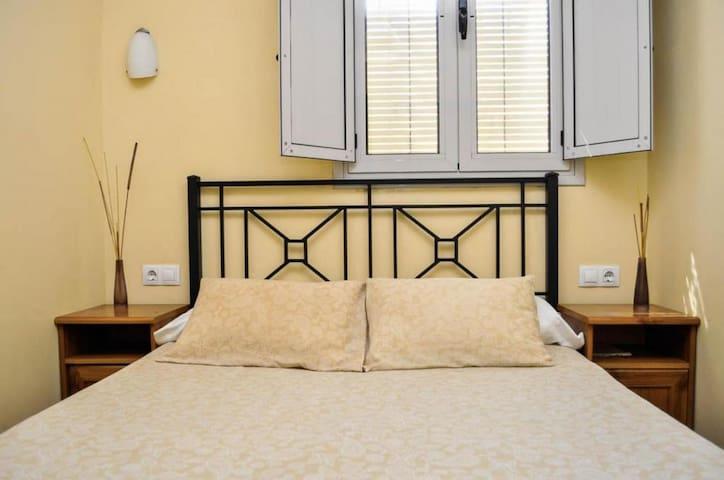 Habitación Doble matrimonial con baño compartido