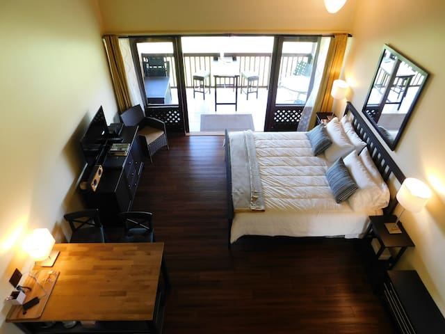 Upstairs Corner Ocean View Studio on West Molokai! - Maunaloa - Condominio