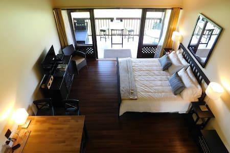Romantic and Remodeled Upstairs Corner, Ocean View - Maunaloa