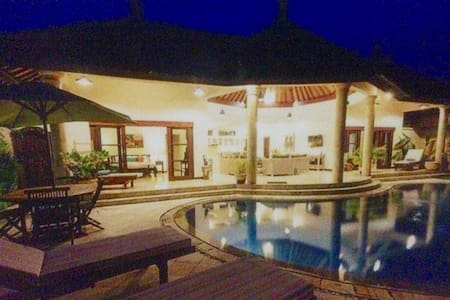 Jade Villa 2 Sanur - 300m from beach - Lux 3bed