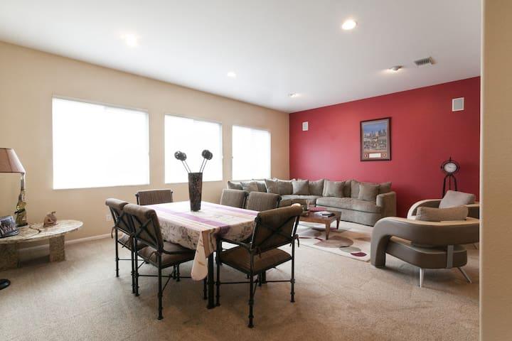 Stanislaus 1 story house w/ garden - Chula Vista - Casa