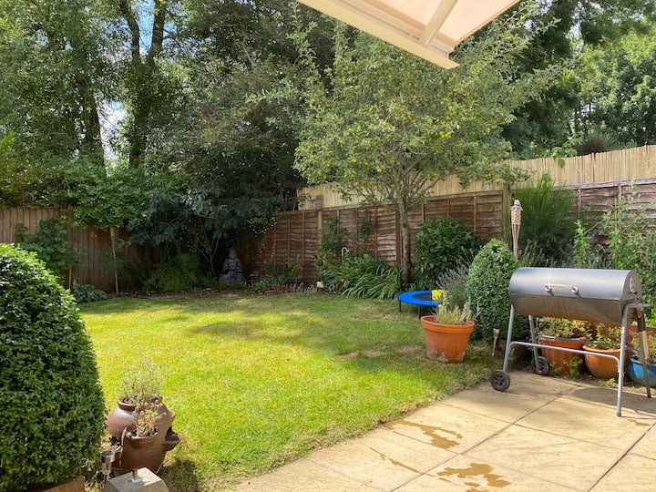 Spacious, peaceful house - close to Frome centre
