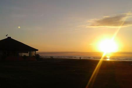 Rota do Sol- Fica à 3 Quadras da Praia! - イタニャエン