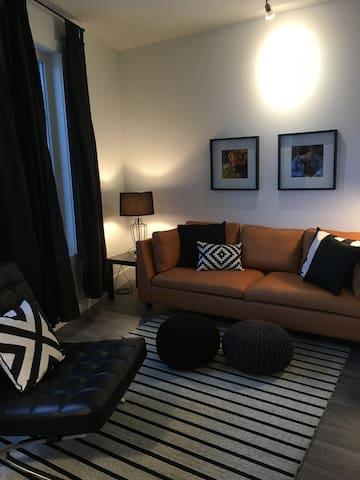 Riverbank, 1 bedroom + den, heated parking - Saskatoon - Wohnung