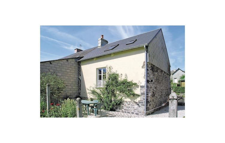 Semi-Detached with 1 bedroom on 0 m² in Barenton