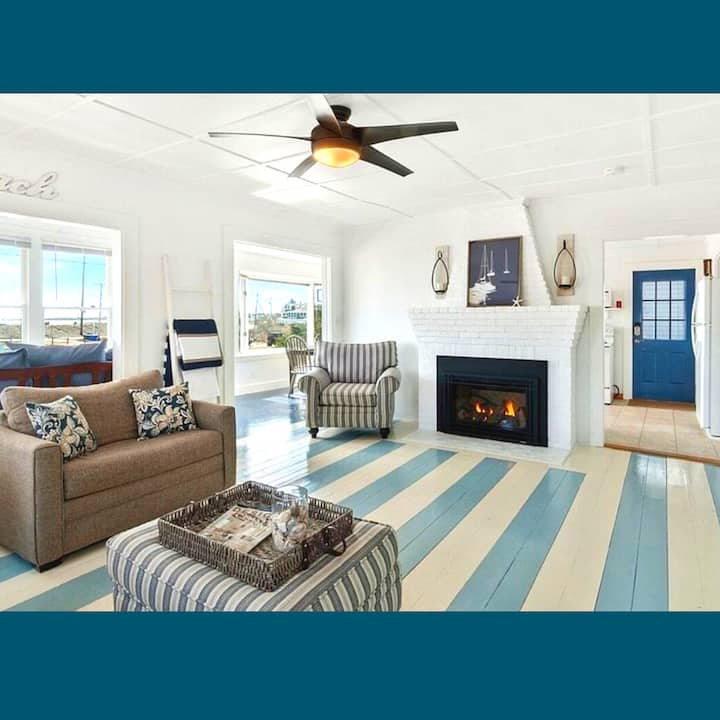 *BEACHFRONT* Cottage ~Family fun + Relaxation~