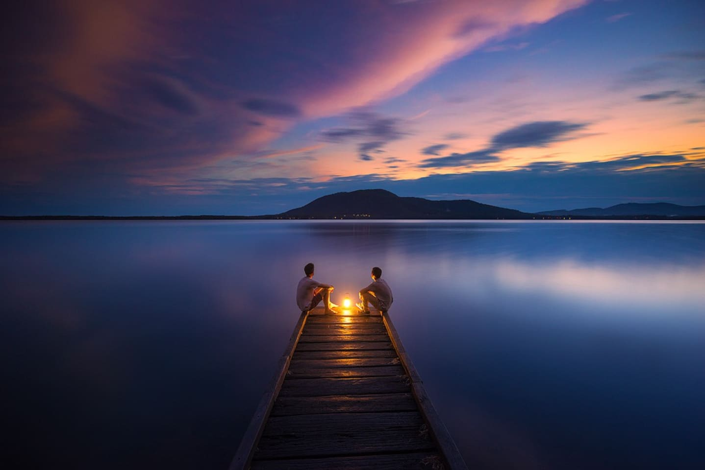 Just 250 mtrs to  Queens lake and walking trails photographers night impression of jetty