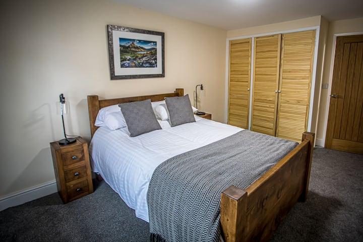 Apartment / Suite - en-suite with bath
