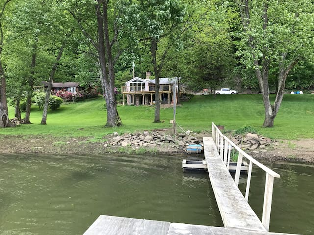 Allegheny Riverfront Cottage - Bring a Boat!