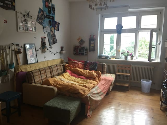 helles ruhiges Zimmer in Prenzlauer Berg