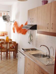 Διαμερσιμα - Pollonia - Appartement