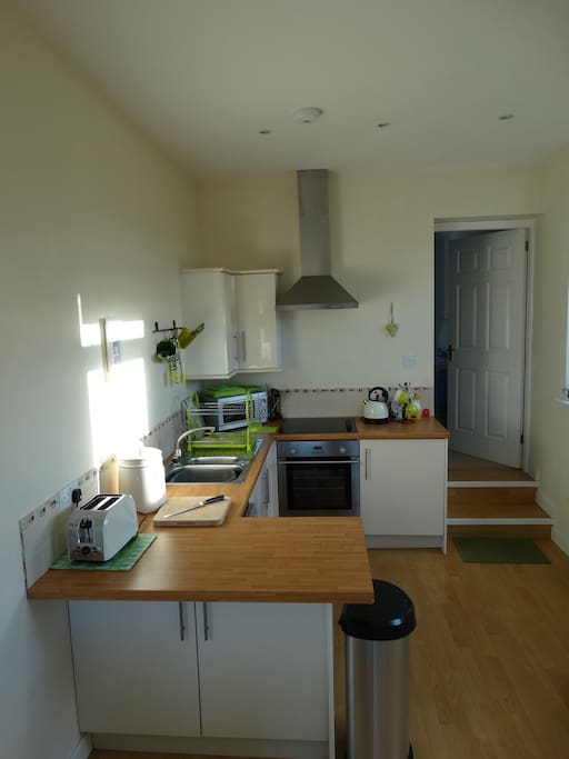 Fully equipped kitchen, with dishwasher, oven, hob and microwave