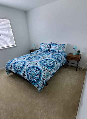 Cozy Modern Turquoise Room 15 Mins From Airport