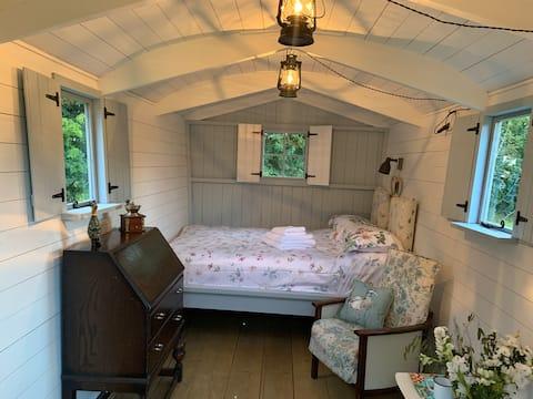 Unique exclusive Shepherd Hut - Newmarket, Suffolk