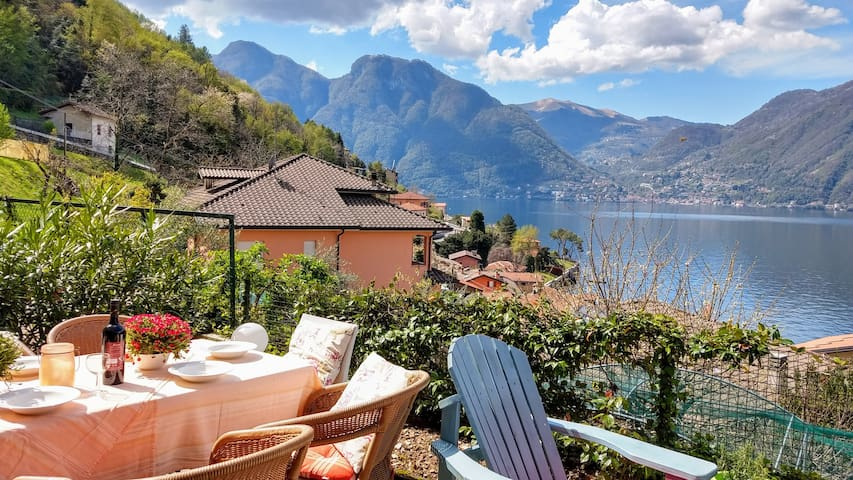 Lovely apartment with porch & terrace on Lake Como